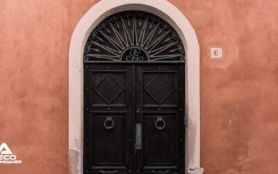 ¿Por qué mi puerta de portal pesa tanto? Descubre las soluciones