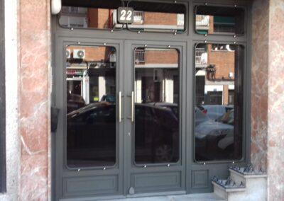 puerta portal hierro