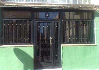 puerta de comunidad pequeña