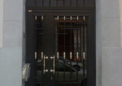 puerta cerrada comunidad