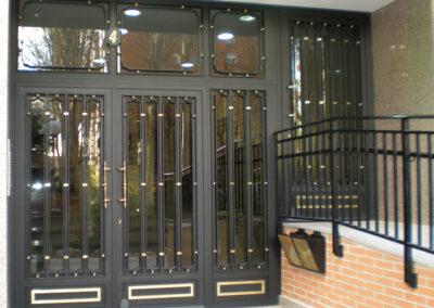 puerta de comunidad segura