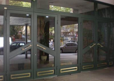 puerta de comunidad vidrio