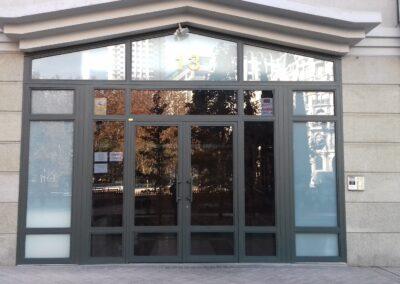 puerta de comunidad grande
