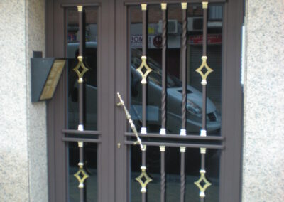 puerta de comunidad