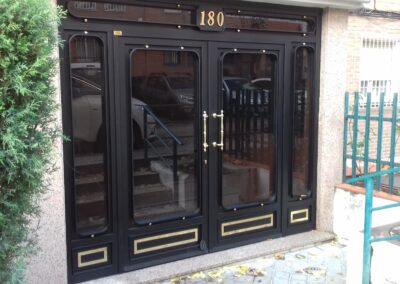 puerta de comunidad sin barrotes