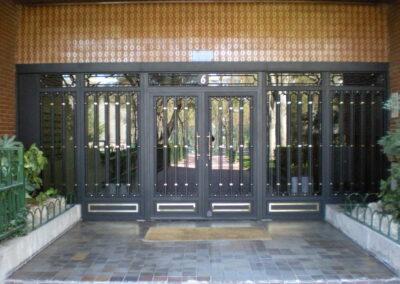 puerta de comunidad de edificio 4 puertas